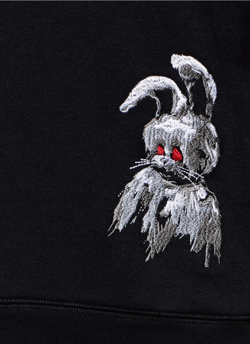 兔子刺绣图案上衣