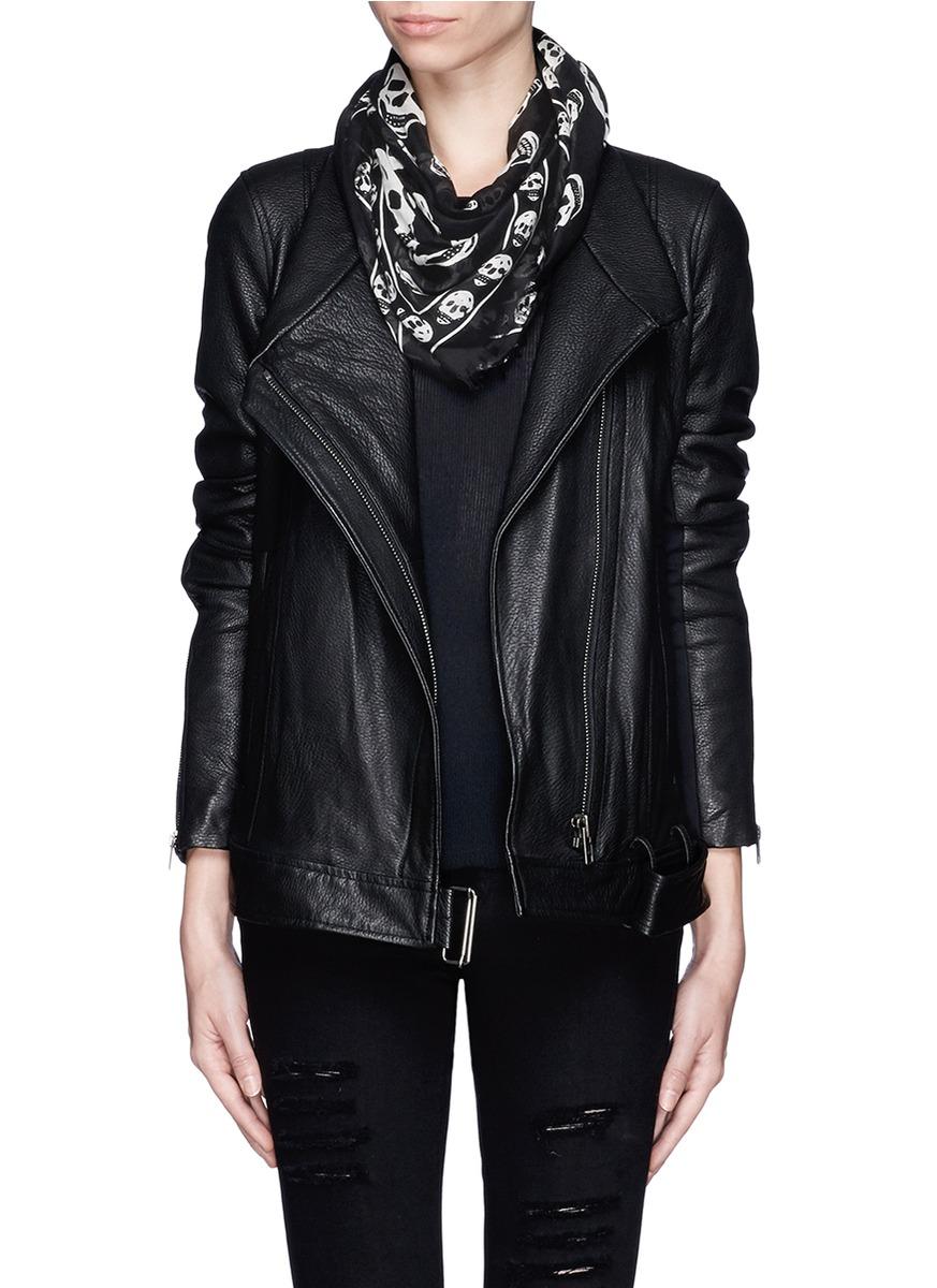 黑色皮衣搭配什么颜色围巾