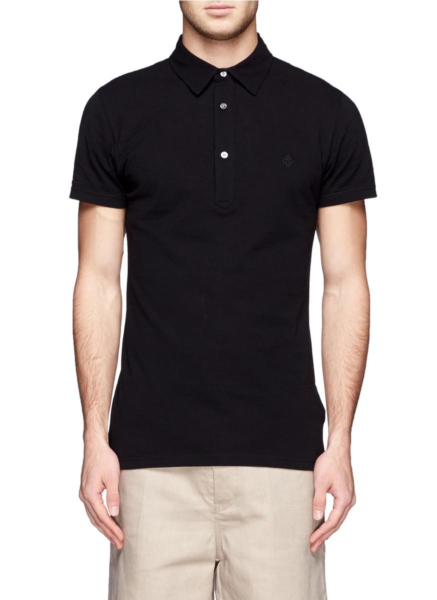 男人穿黑色t恤搭配