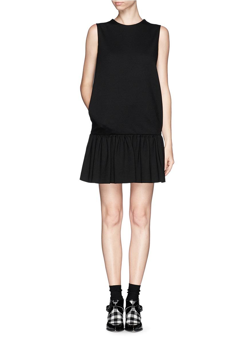 低腰褶裥连衣裙