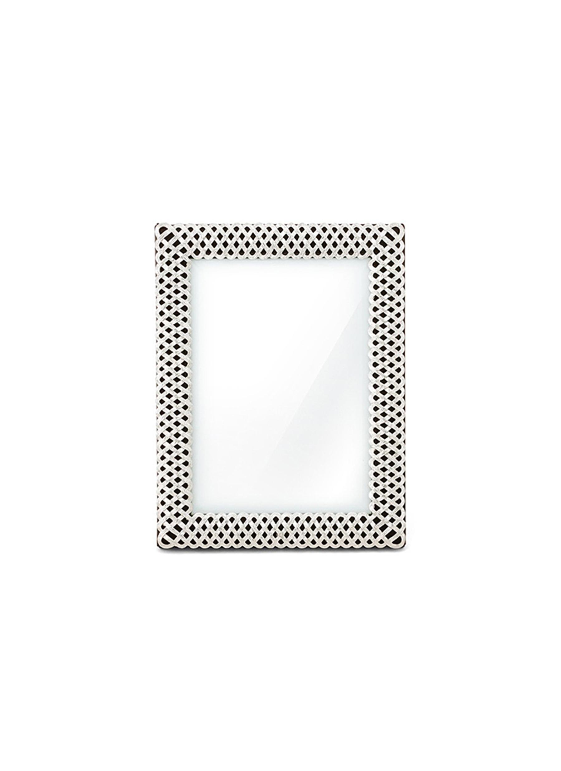 银色编织边框设计