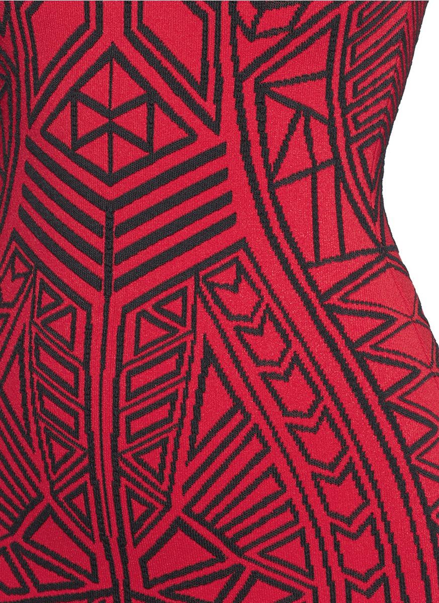 立体几何提花紧身连衣裙