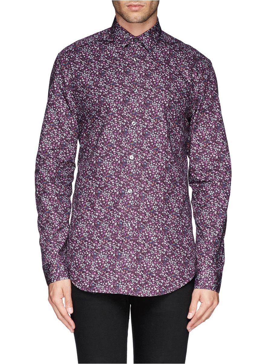 此款印花衬衫采用新季主打的酒红色设计,衬托无比精致的碎花图案,优雅图片