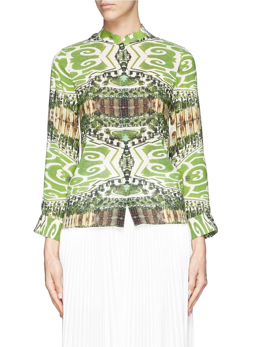 爱丽丝 奥丽维亚这款混真丝衬衫轻薄舒适,设计师以花园图案作主题图片