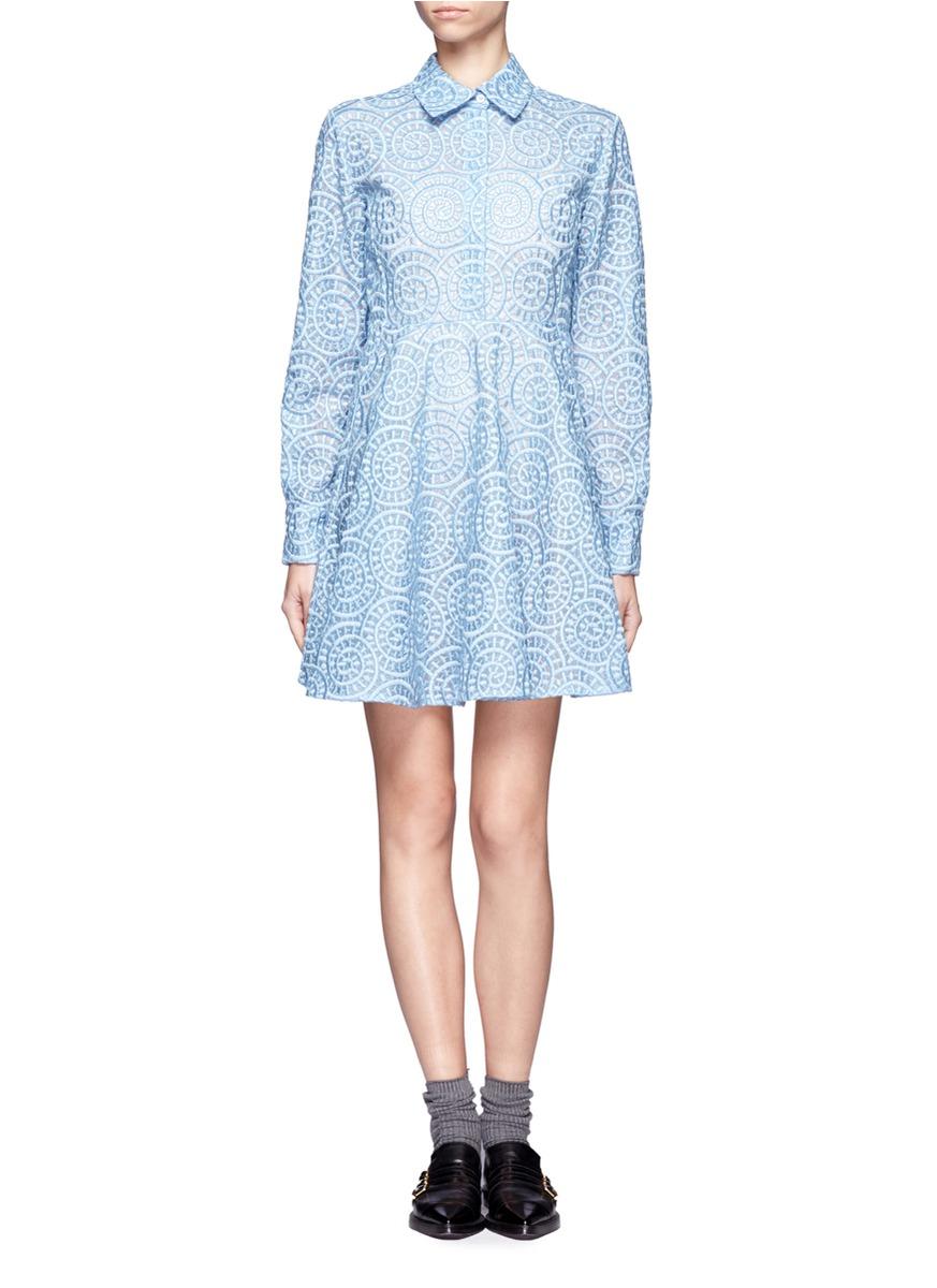 款式及褶裥设计营造腰部纤细的效果,配合翻领设计洋气十足,圆形蕾丝图片