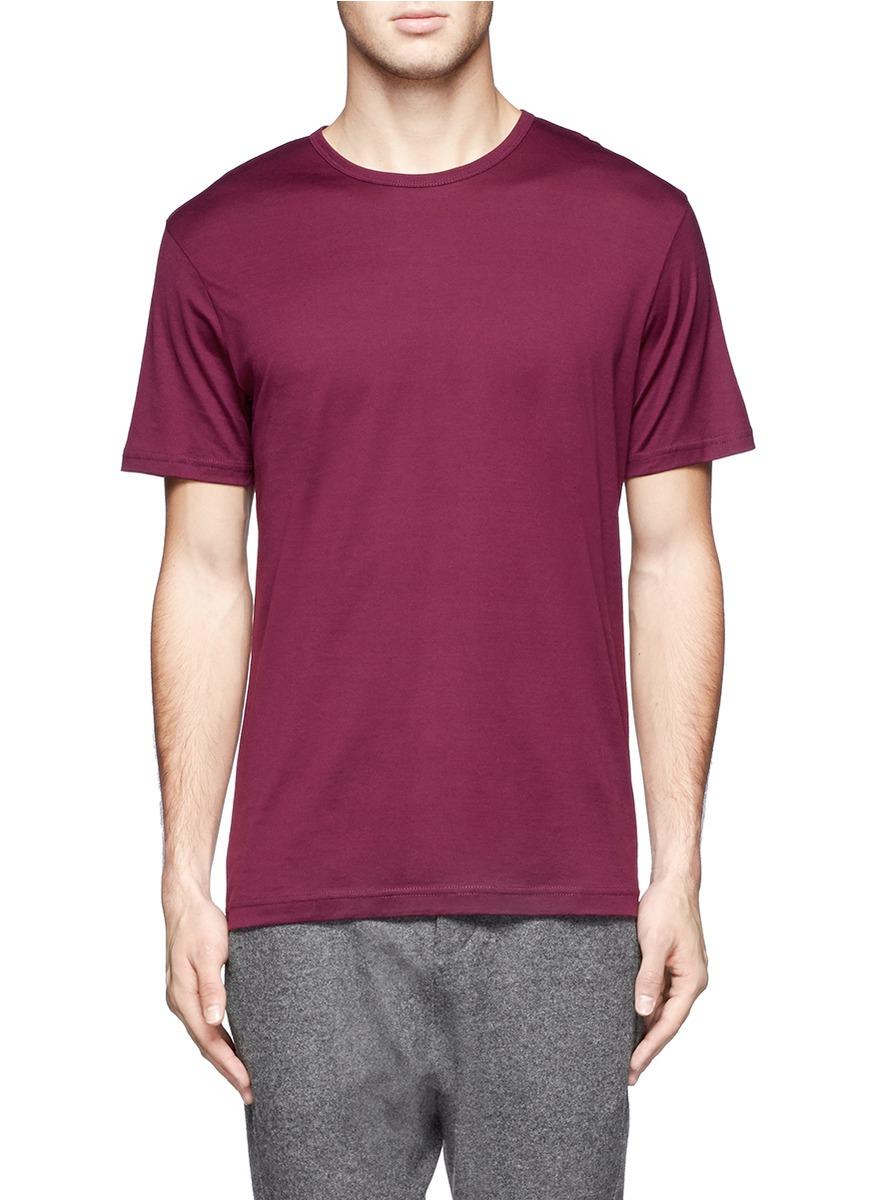 红色短袖t恤搭配