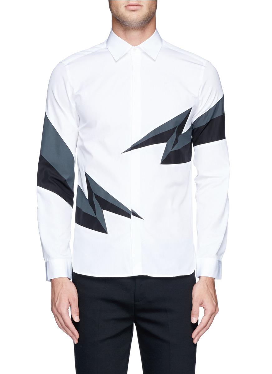 低调中不失玩味,设计师在简约的衬衫款式加入有趣的闪电图案,醒目时髦图片