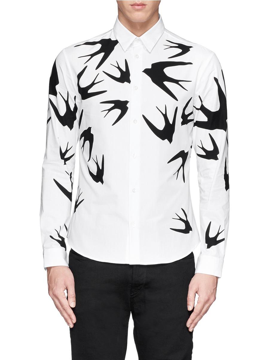 这款衬衫以白色衬托飞舞的燕子剪影图案为题,简单的设计充满时尚气息图片