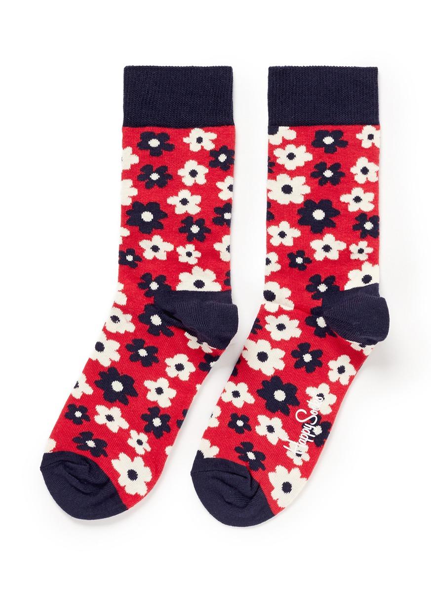 此款袜子采用缤纷的色彩展现可爱甜美的花朵图案,满溢时尚乐趣,是点缀