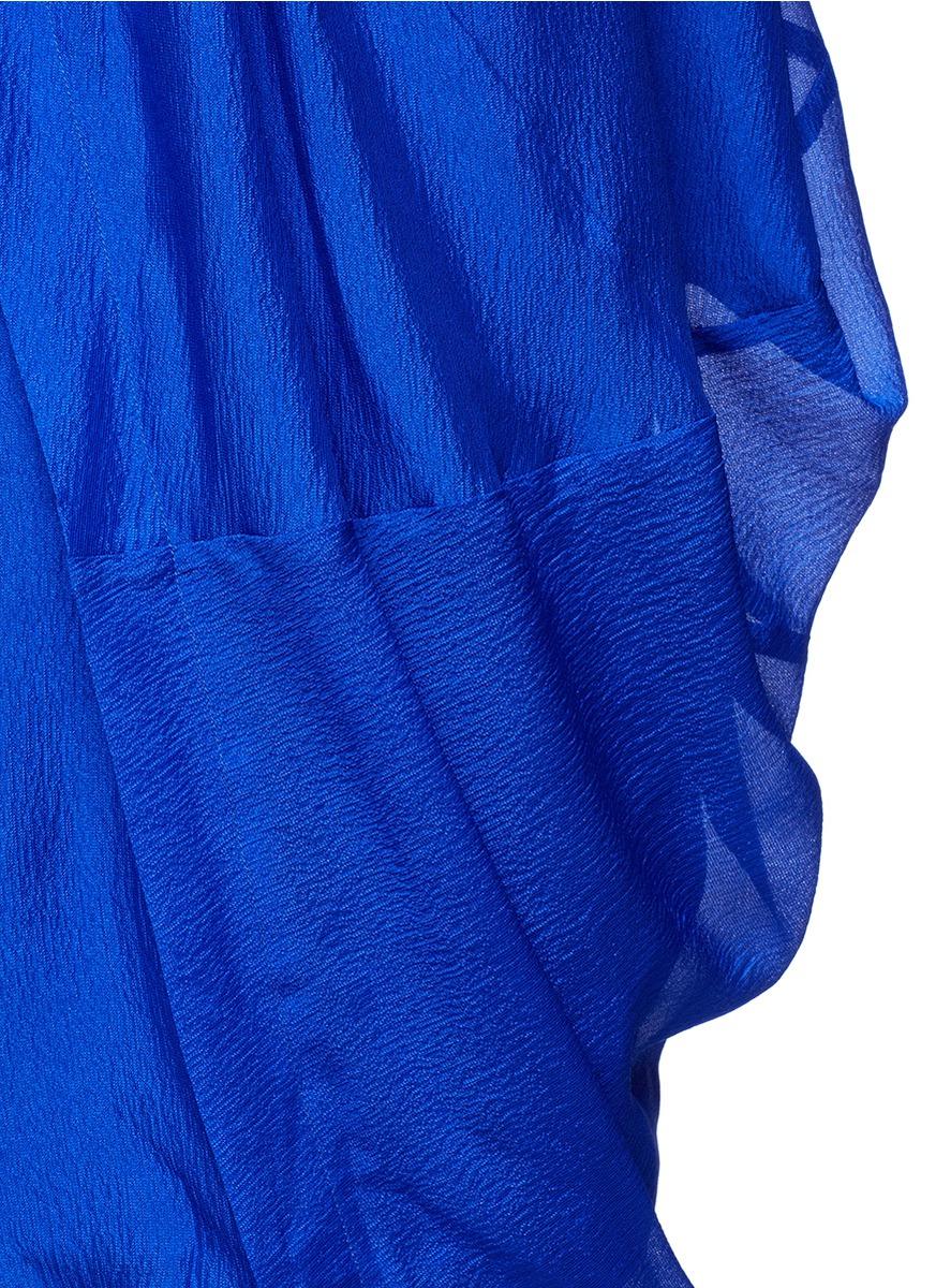 褶裥连衣裙