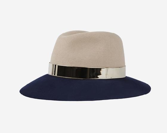 推出的标志性动物耳造型头饰及酷感十足的软毡帽