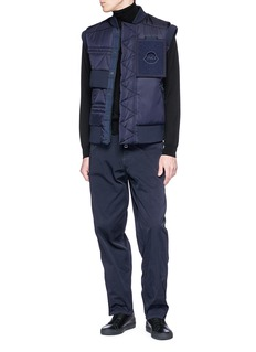 Moncler x Craig Green Trish毛毡徽章羽绒背心