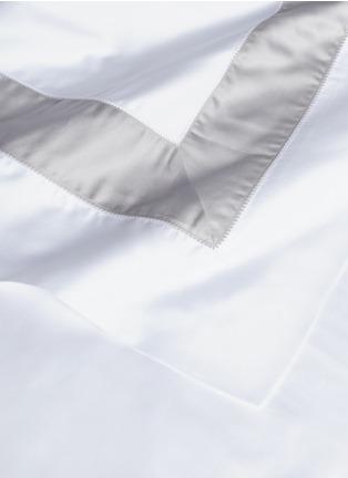 细节 –点击放大 - FRETTE - Essentials拼色条纹特大双人床床品四件套-白色及灰色