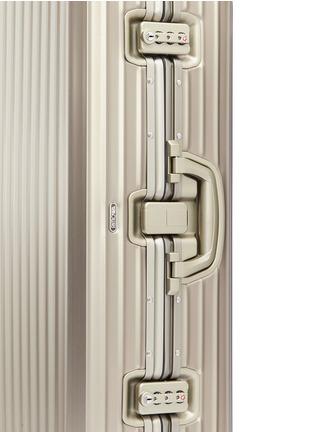 细节 –点击放大 - RIMOWA - Topas Titanium Multiwheel®铝制行李箱(85升 / 30.7寸)