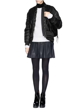 模特儿示范图 - 点击放大 - MONCLER - 真皮拼贴羽绒夹克