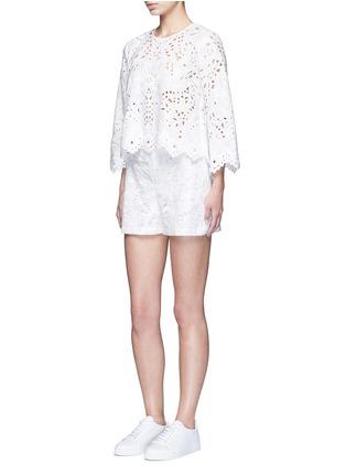 模特儿示范图 - 点击放大 - THEORY - Brizabela镂空花卉刺绣上衣