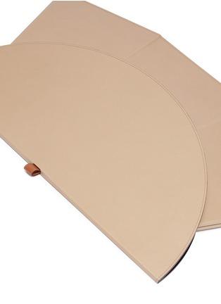 细节 –点击放大 - Pinetti - Liverpool矮版可折叠式小牛皮圆桌-灰褐色