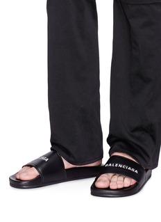 BALENCIAGA Piscine品牌名称小羊皮平底拖鞋