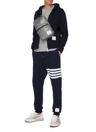 模特儿示范图 - 点击放大 - THOM BROWNE - 条纹纯棉运动裤