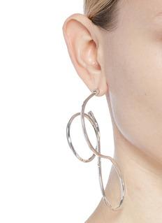 BALENCIAGA 皮筋造型镀银黄铜耳环