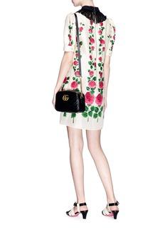 GUCCI 褶裥衣领玫瑰印花缎面连衣裙