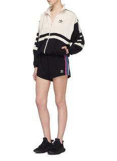 ADIDAS 三色侧条纹运动短裤