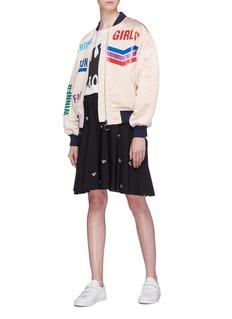 MIRA MIKATI Run Girl英文字缎面夹棉棒球夹克