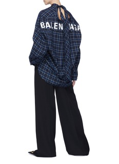 BALENCIAGA 两种穿法品牌名称格纹系结领衬衫