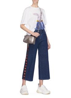 STELLA MCCARTNEY 品牌标志侧条纹露踝牛仔裤