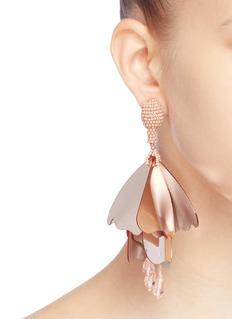 OSCAR DE LA RENTA LARGE IMPATIENS珠饰点缀玻璃水晶凤仙花吊坠夹耳耳环