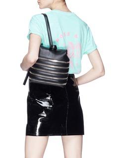 KARA 拉链设计小号荔枝纹牛皮双肩包