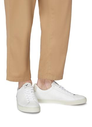 模特儿示范图 - 点击放大 - Veja - Esplar V字真皮运动鞋