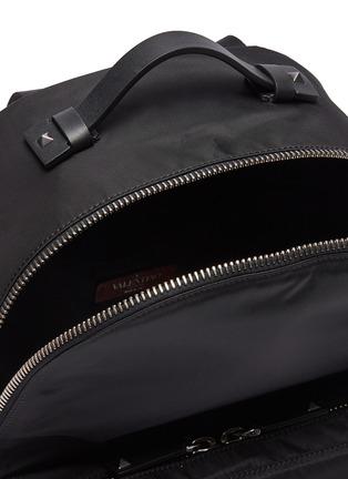 细节 - 点击放大 - Valentino - VLTN铆钉点缀双肩包