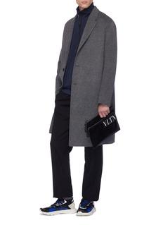 Valentino VLTN品牌名称徽章涂层手拿包