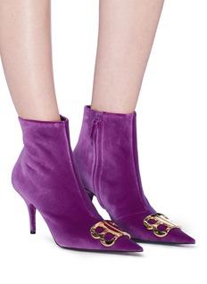 BALENCIAGA BB金属标志天鹅绒高跟短靴