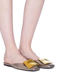 DRIES VAN NOTEN 翻折皮饰金属感蛇纹露跟平底鞋
