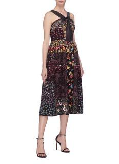 NEEDLE & THREAD 花卉刺绣蝴蝶结系带挖肩连衣裙