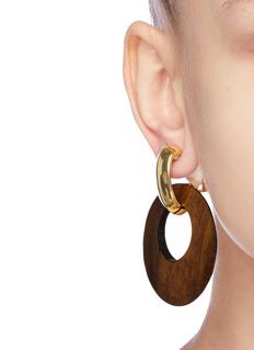 KENNETH JAY LANE 木头及镀金金属圆环吊坠耳环