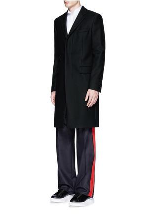 模特儿示范图 - 点击放大 - ALEXANDER MCQUEEN - 条纹拼贴羊毛阔腿裤