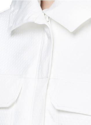 细节 - 点击放大 - AREA - 皮草镶边连帽凹凸圆点大衣