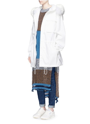 模特示范图 - 点击放大 - AREA - 皮草镶边连帽凹凸圆点大衣