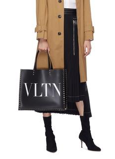 Valentino Rockstud VLTN铆钉围边光滑真皮托特包