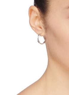 J.HARDYMENT  Single Long Face 17mm镀铑波浪开口圆环纯银耳环