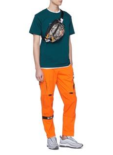 M+RC NOIR 车缝线点缀品牌标志纯棉T恤