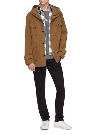 模特儿示范图 - 点击放大 - J BRAND - Tyler Taper锥形牛仔裤