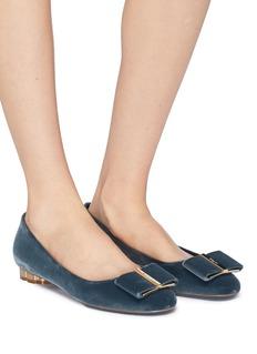 SALVATORE FERRAGAMO Capua花形鞋跟蝴蝶结天鹅绒平底鞋