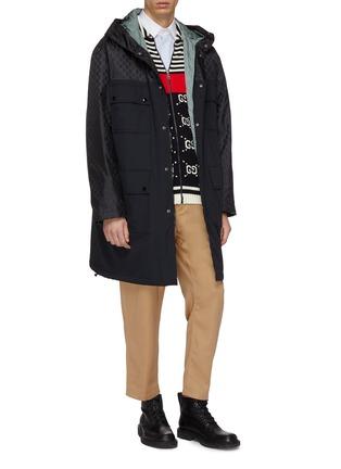 模特儿示范图 - 点击放大 - Gucci - 双G品牌标志拼接夹棉连帽派克大衣