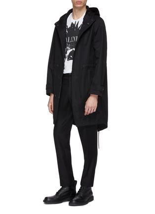 模特儿示范图 - 点击放大 - Valentino - VLTN连帽派克大衣