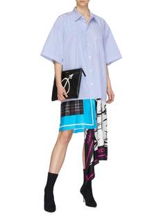 Balenciaga 不对称丝巾拼接oversize条纹衬衫裙
