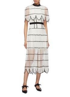 SELF-PORTRAIT 条纹镂空蕾丝斗篷式连衣裙